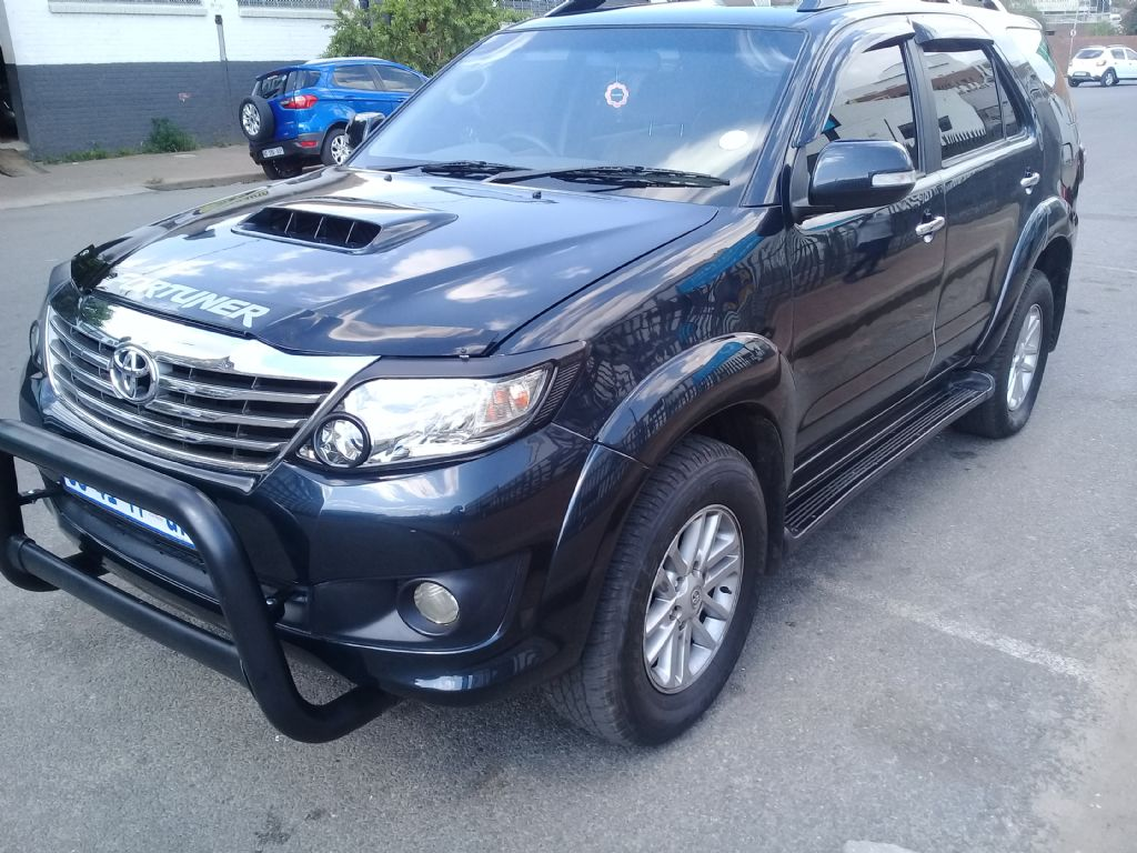 used-toyota-fortuner-2854476-1.jpg