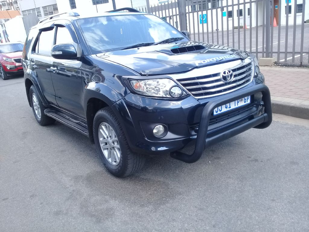 used-toyota-fortuner-2854476-2.jpg