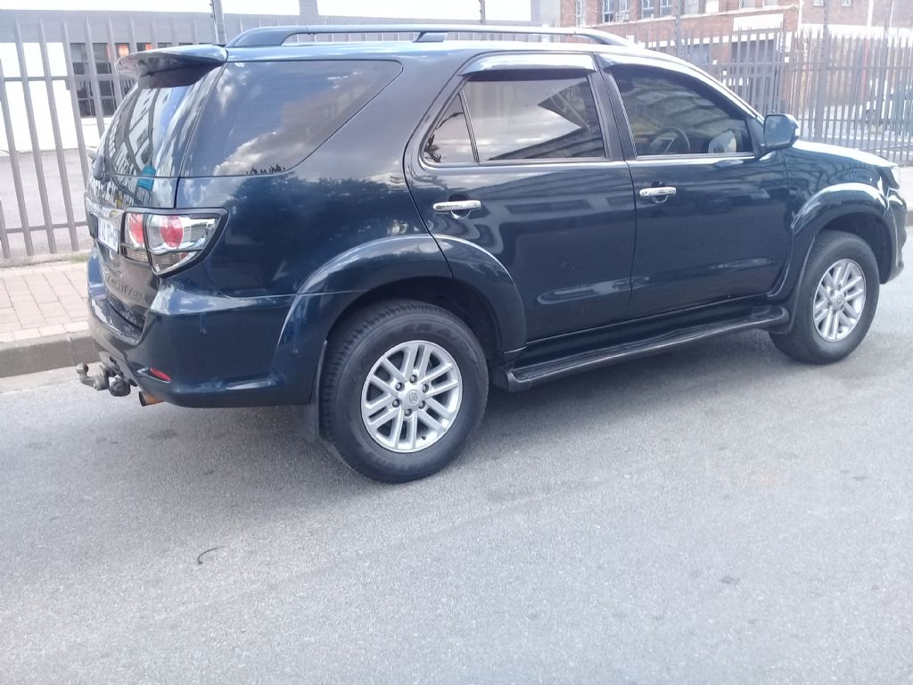 used-toyota-fortuner-2854476-3.jpg