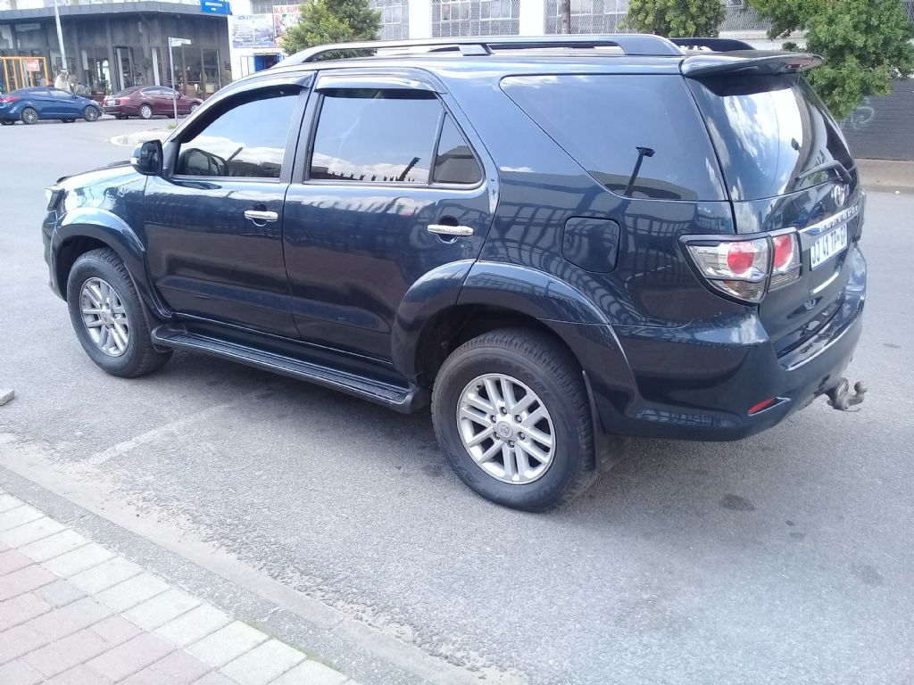 used-toyota-fortuner-2854476-4.jpg