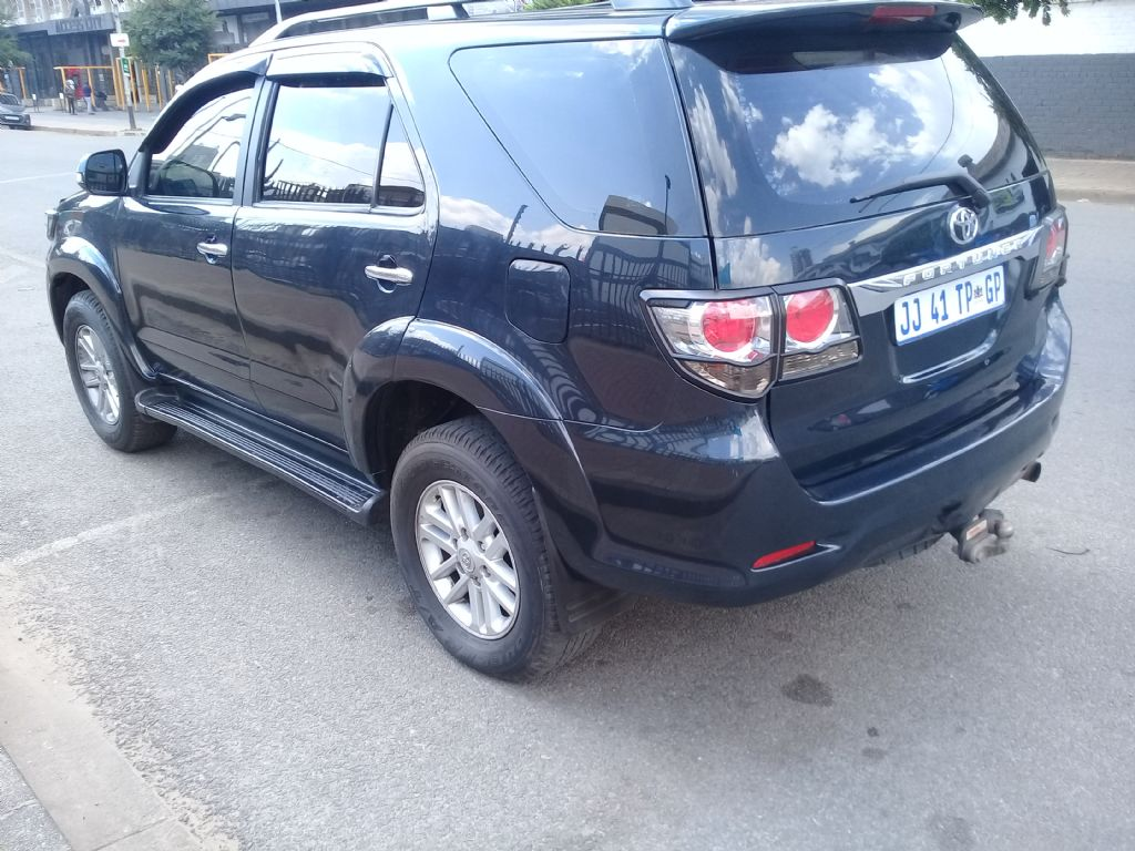 used-toyota-fortuner-2854476-5.jpg