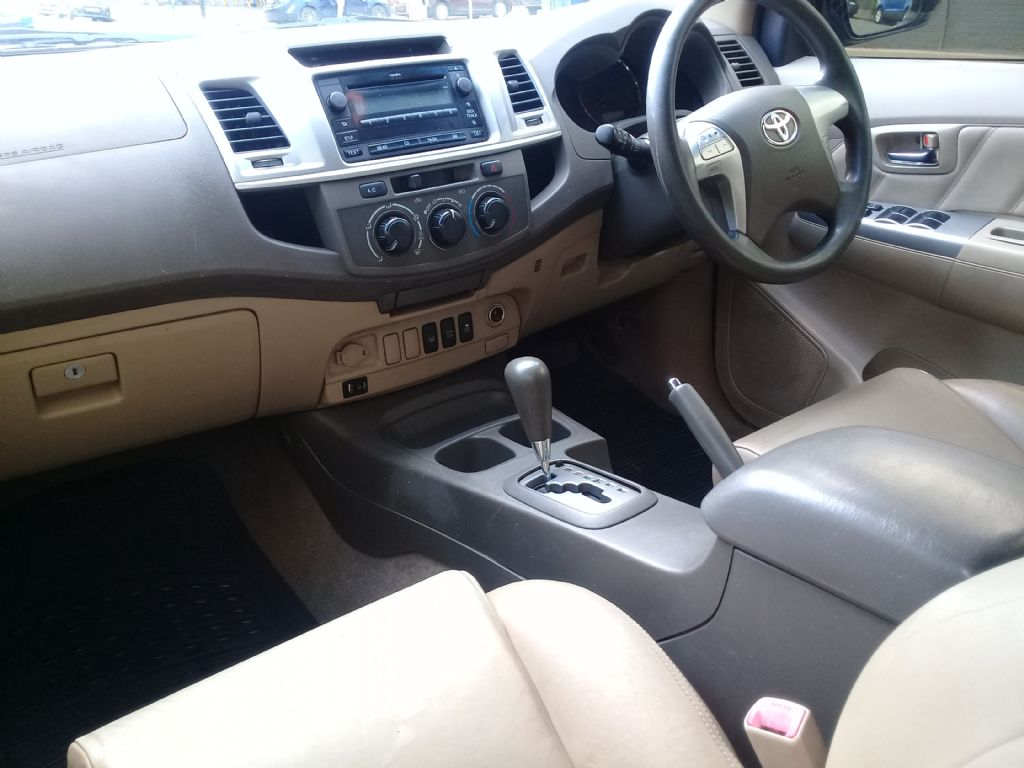 used-toyota-fortuner-2854476-8.jpg