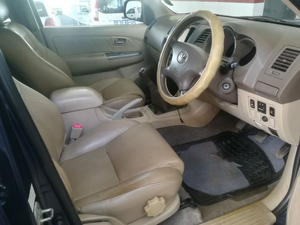 used-toyota-fortuner-2929864-6.jpg