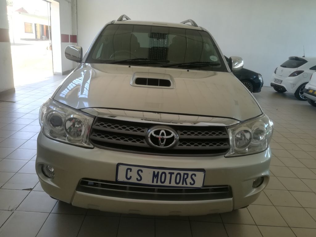 used-toyota-fortuner-2936601-1.jpg