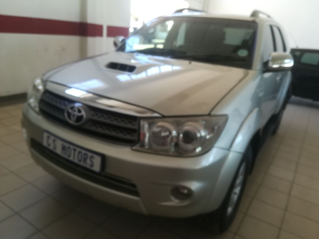 used-toyota-fortuner-2936601-2.jpg