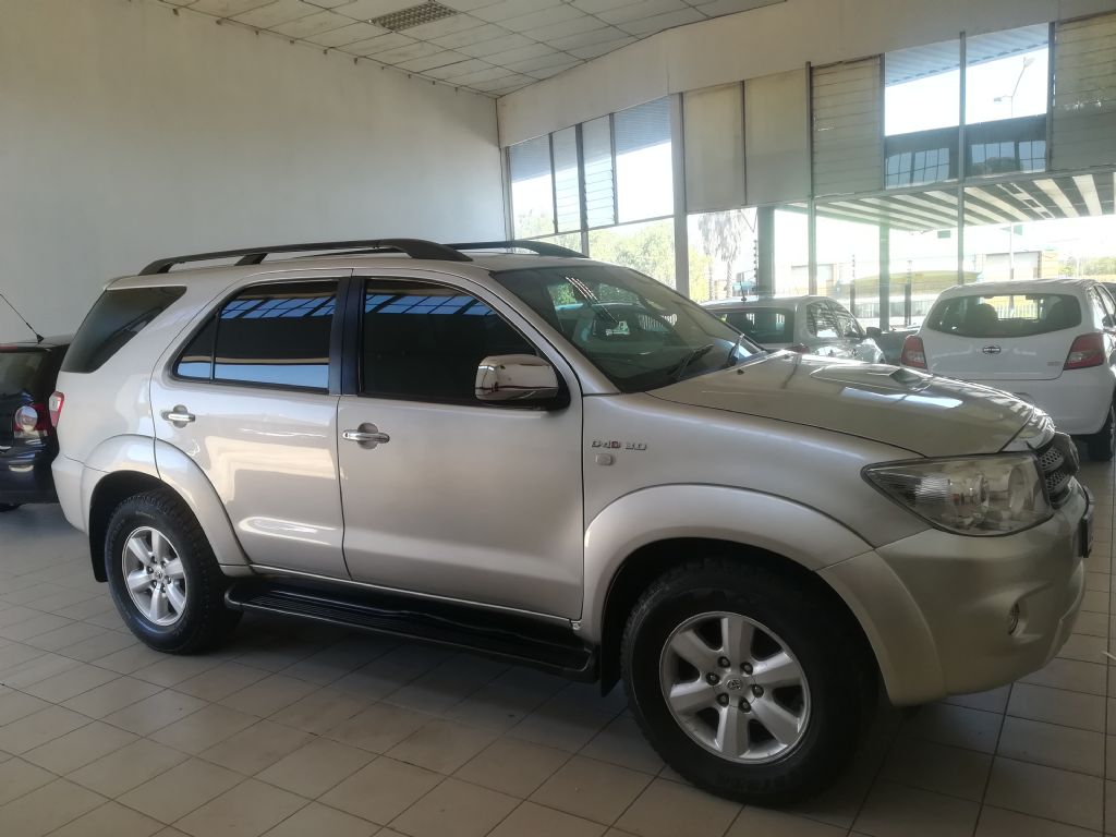 used-toyota-fortuner-2936601-4.jpg
