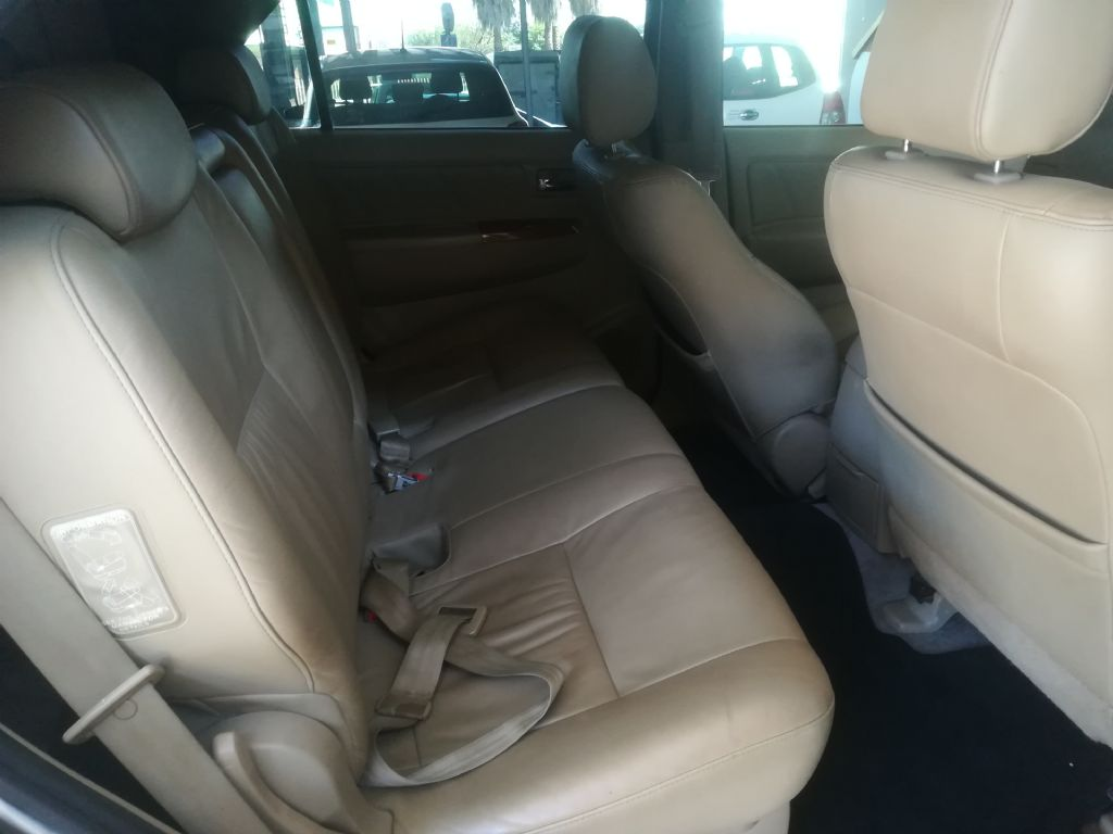 used-toyota-fortuner-2936601-6.jpg