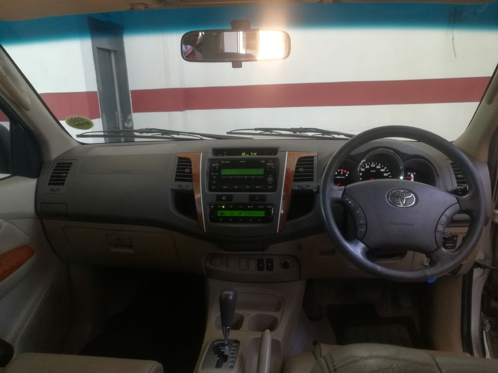 used-toyota-fortuner-2936601-7.jpg