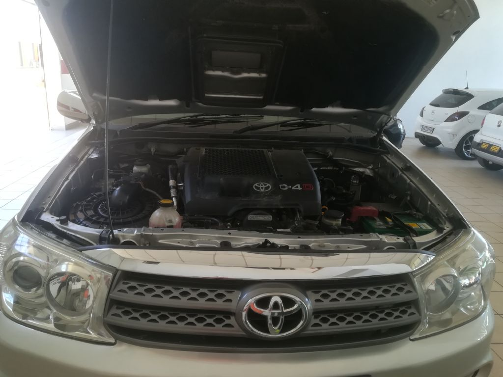 used-toyota-fortuner-2936601-9.jpg