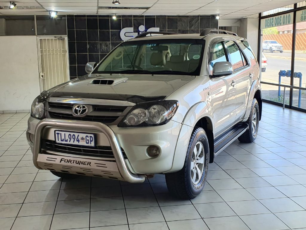 used-toyota-fortuner-3056961-1.jpg