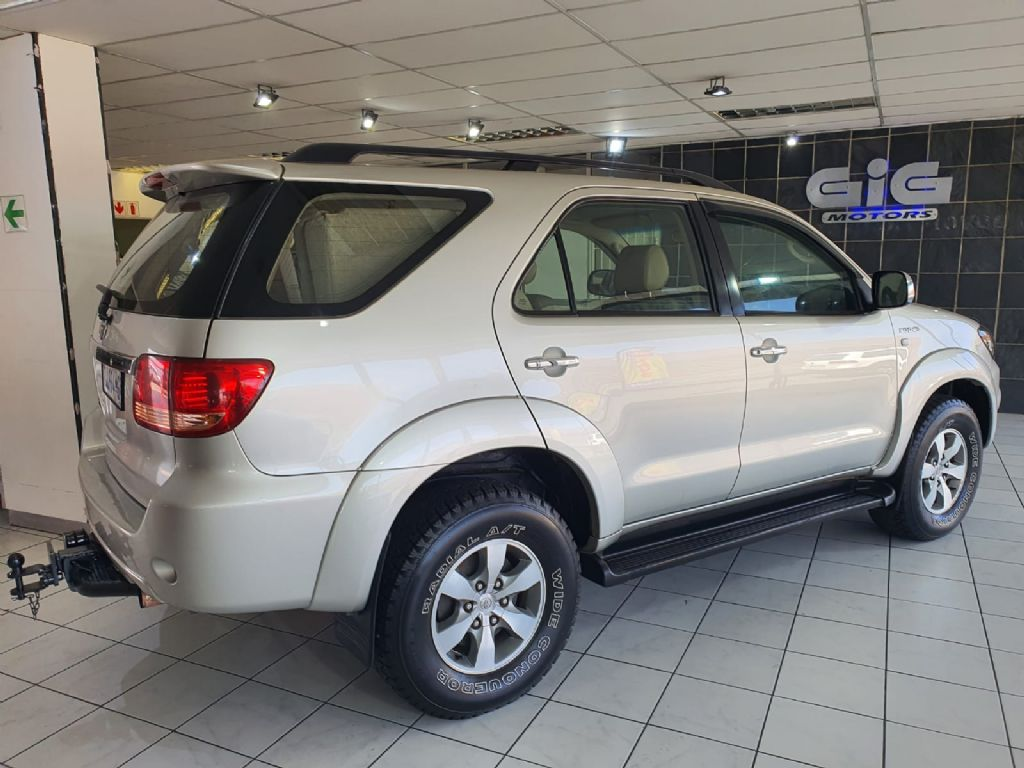 used-toyota-fortuner-3056961-4.jpg