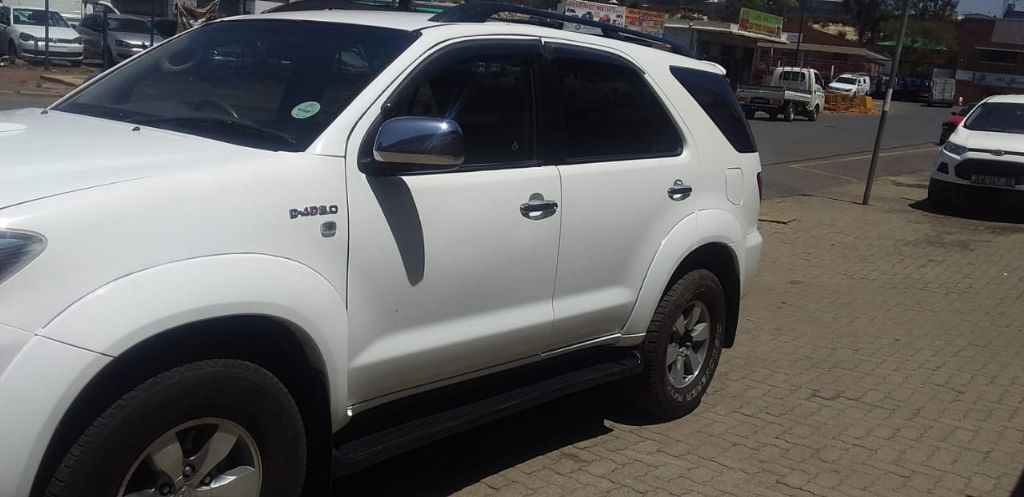 used-toyota-fortuner-3094132-10.jpg