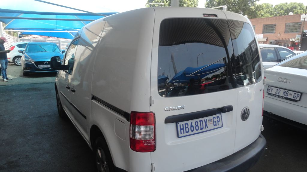 used-volkswagen-caddy-2838725-2.jpg