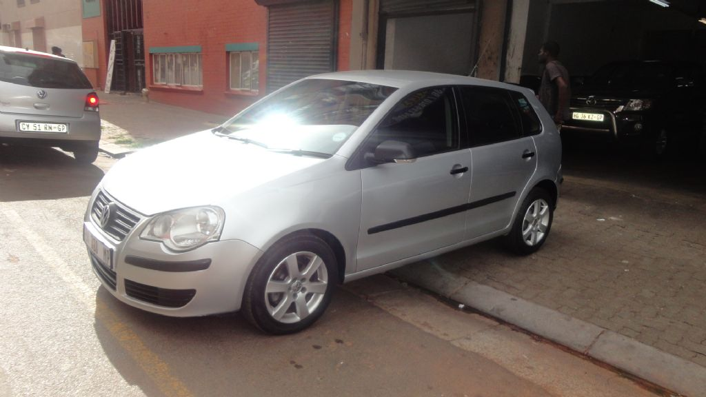 used-volkswagen-polo-2522891-2.jpg