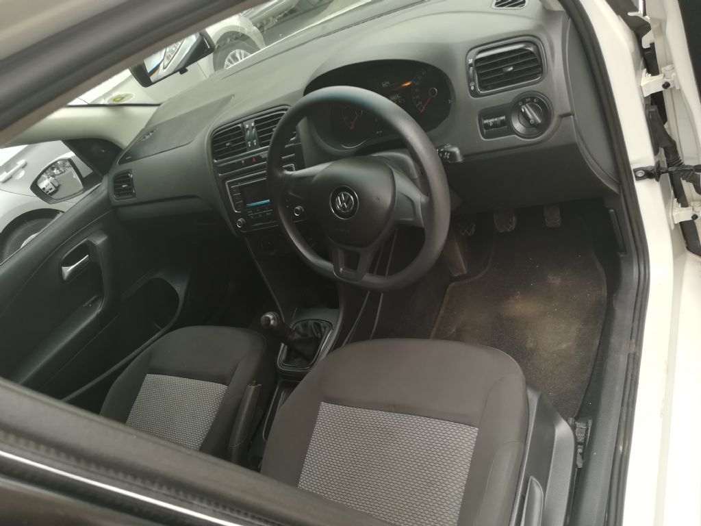 used-volkswagen-polo-2775207-2.jpg