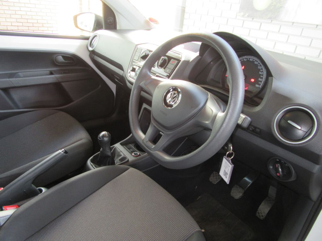 used-volkswagen-up!-3094253-9.jpg