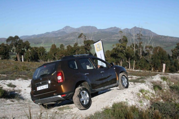 Renault Duster Rear Side - Surf4cars