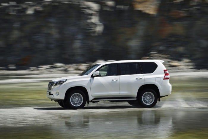 Toyota Land Cruiser (2014) Side Motion - Surf4cars