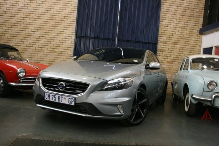 Volvo V40 T5 R-Design Front Left - Surf4cars