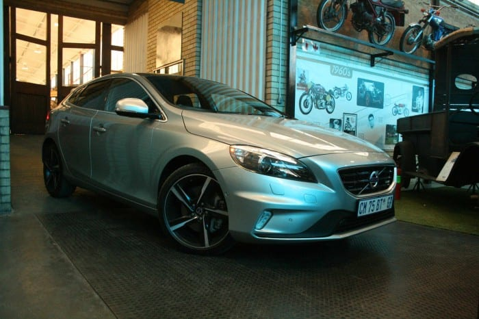 Volvo V40 T5 R-Design Front Side - Surf4cars