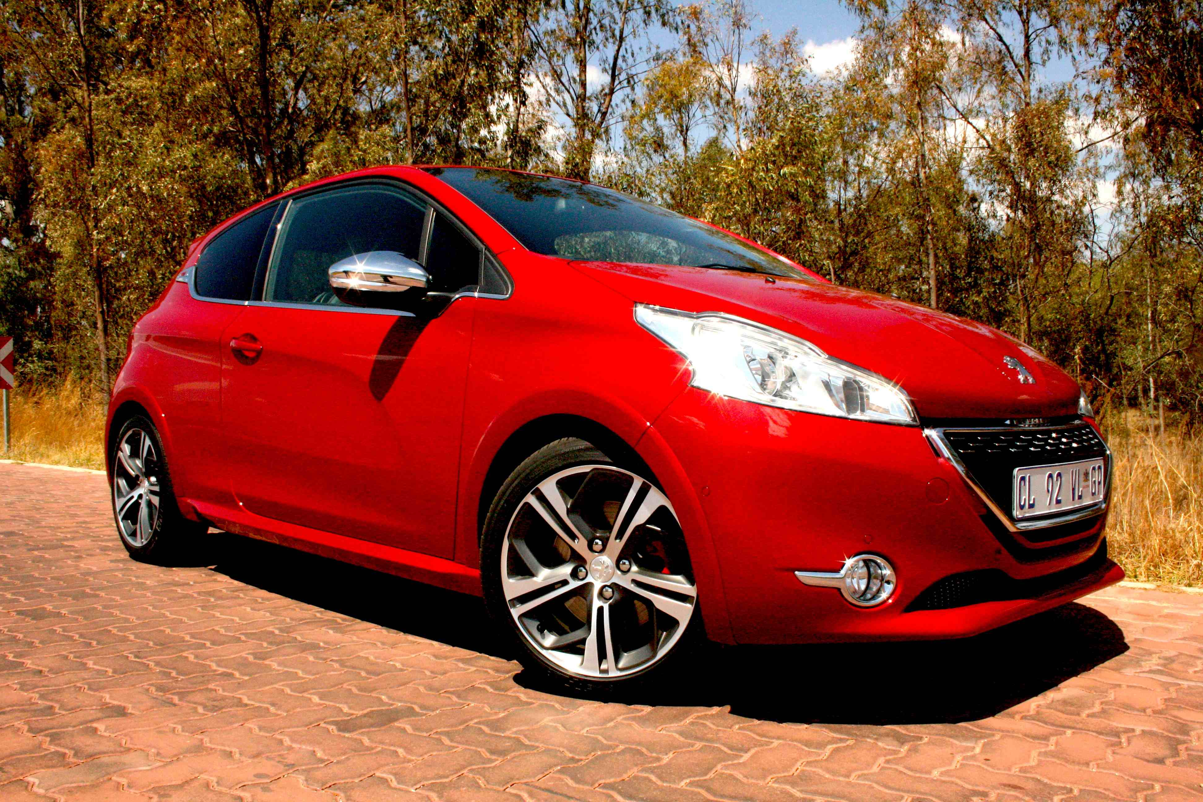 Peugeot 208 GTi (2013): New Car Review – Surf4cars