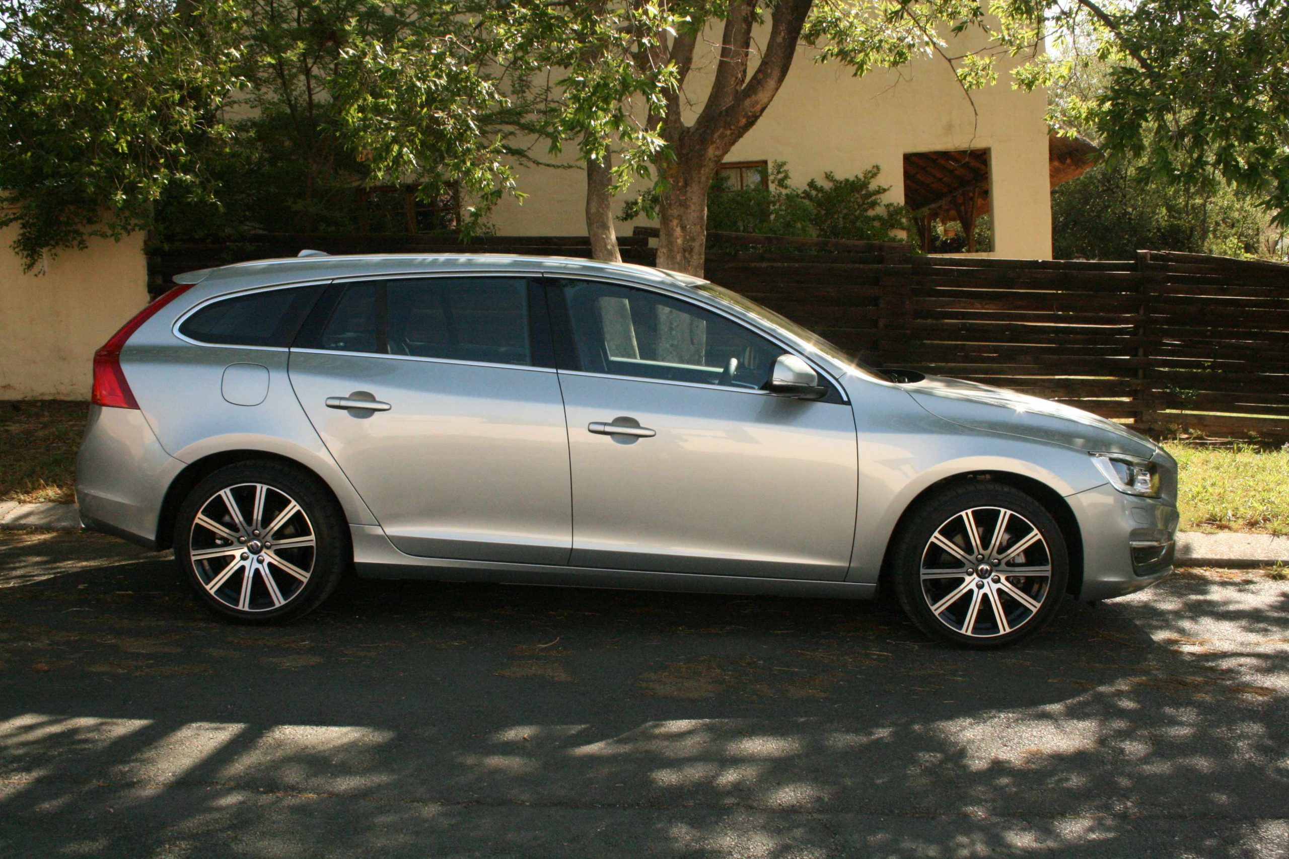 Volvo V60 D5 Geartronic Elite (2013): New Car Review – Surf4cars