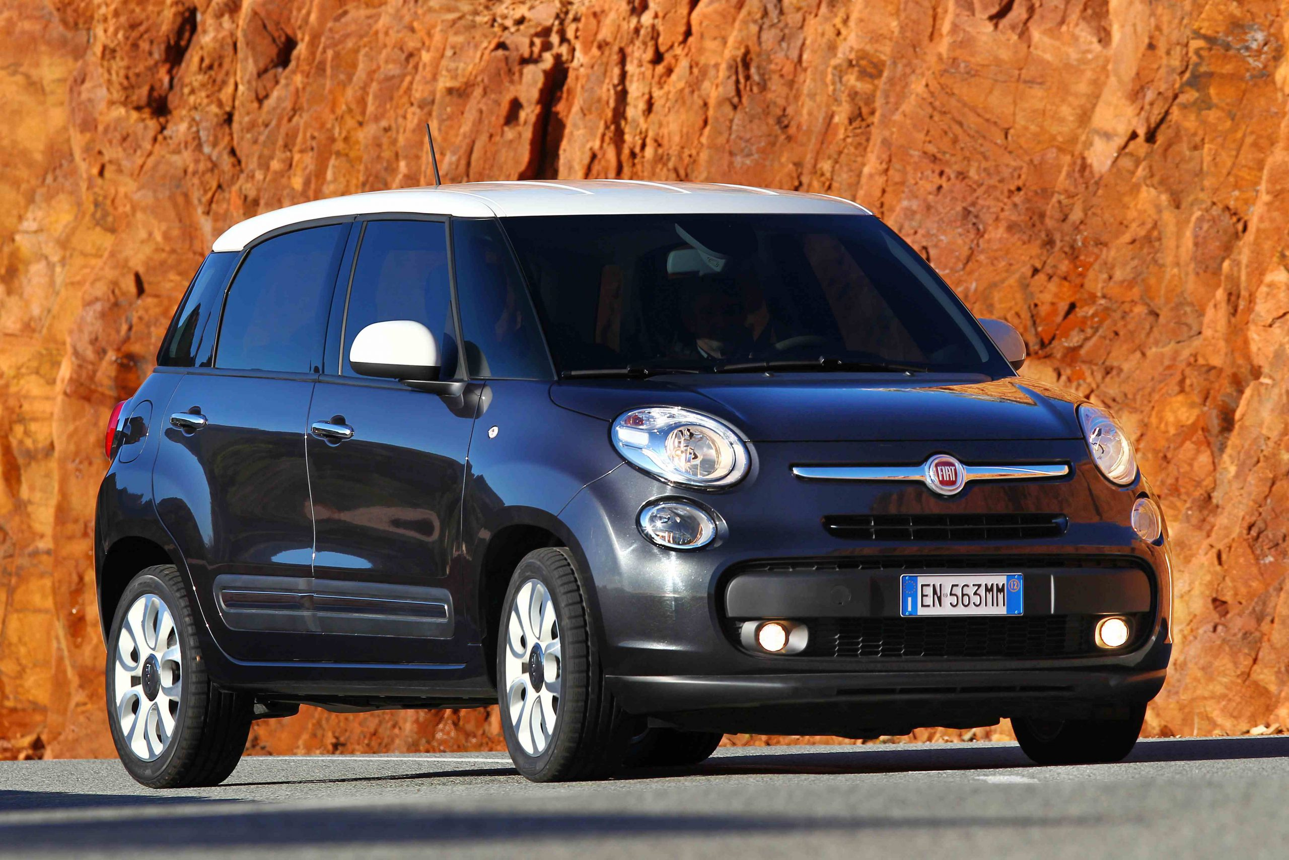 fiat 500l 1 6 multijet lounge 2014 new car review motoring news. Black Bedroom Furniture Sets. Home Design Ideas