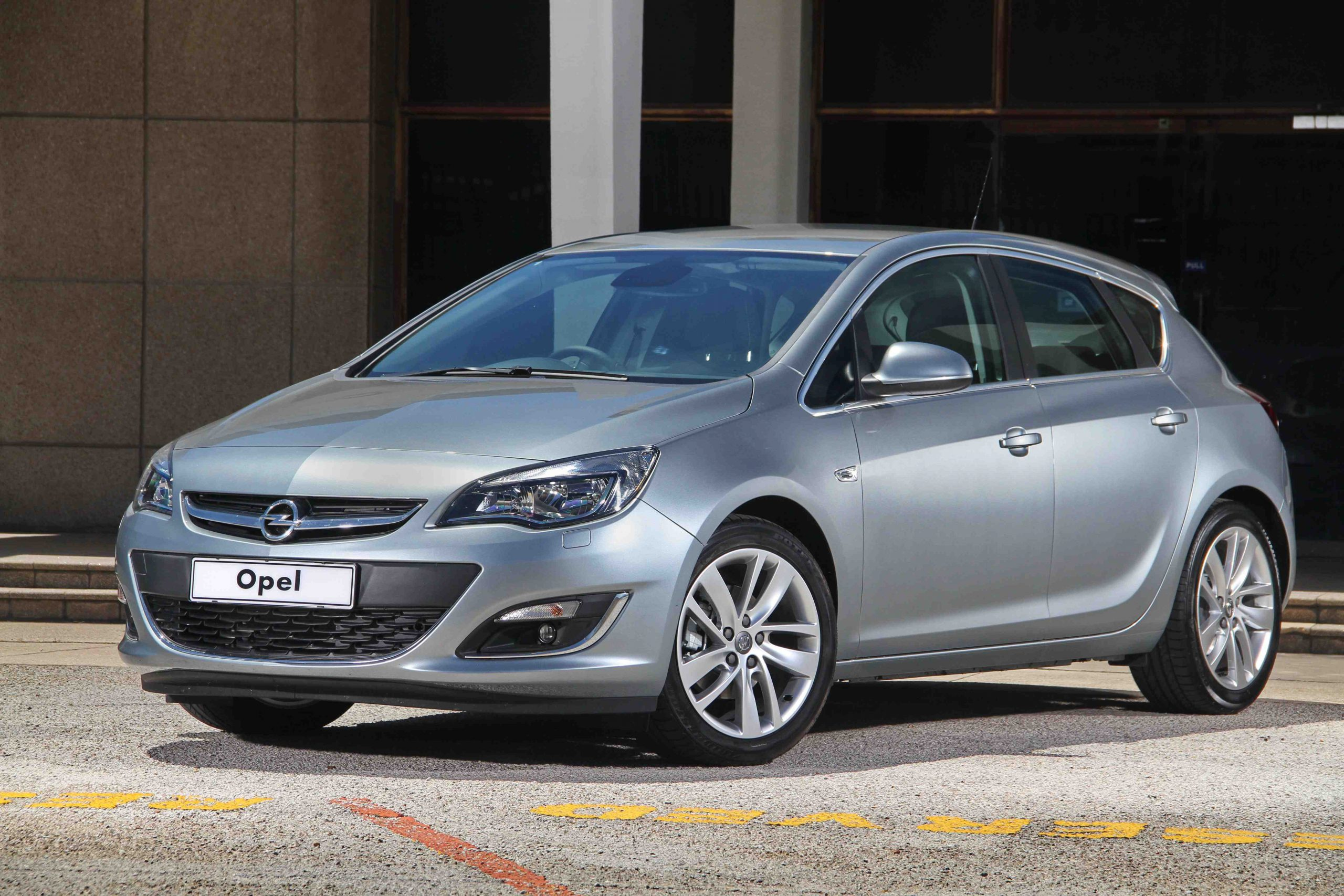 Opel Astra 1.4T Essentia (2014): New Car Review