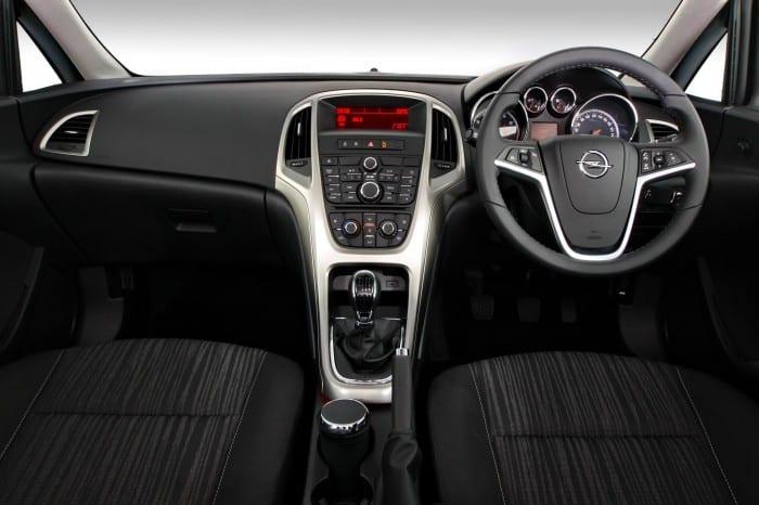 Opel Astra 1.4 T Essentia Interior - Surf4cars