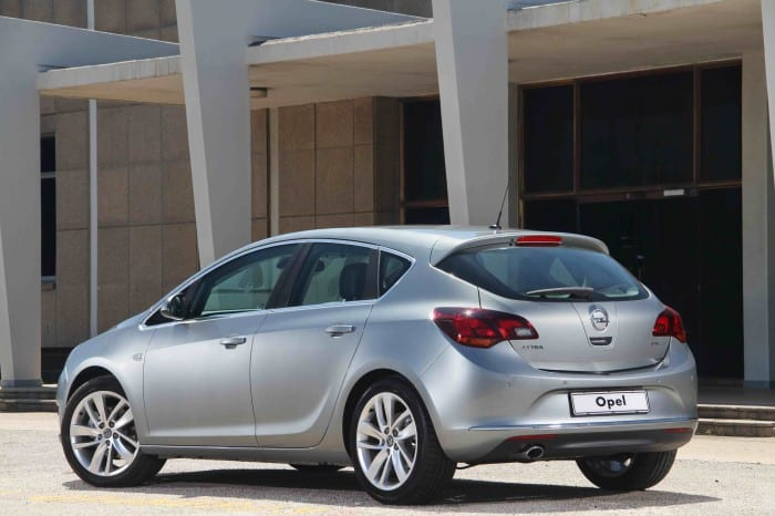 Opel Astra 1.4 T Essentia Rear Side - Surf4cars