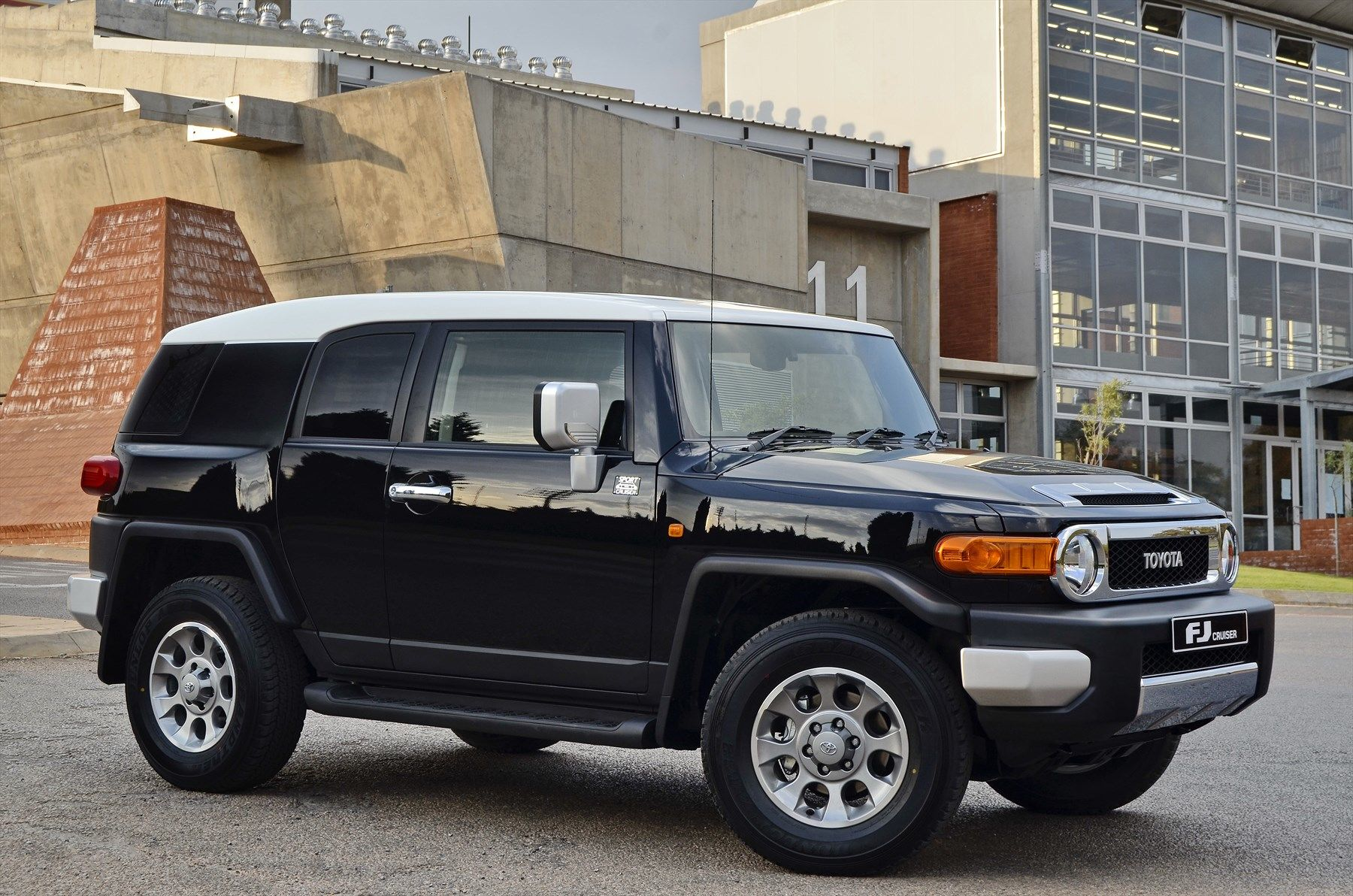 Toyota FJ Cruiser (2014): New Car Review