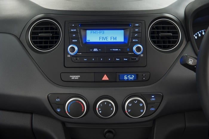 Hyundai i10 Dash - Surf4cars
