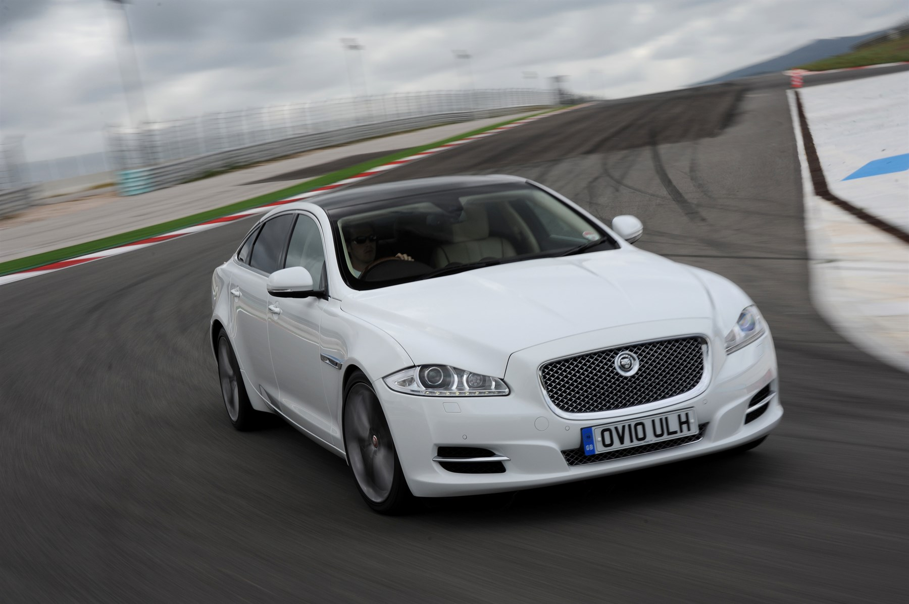 Jaguar XJ 2.0 Luxury (2014): New Car Review