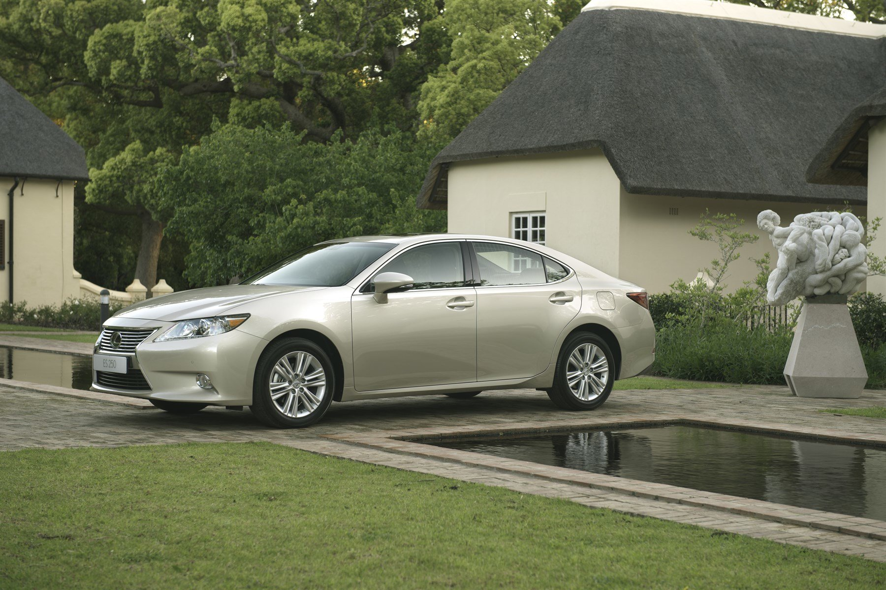 Lexus ES 250 (2014): New Car Review