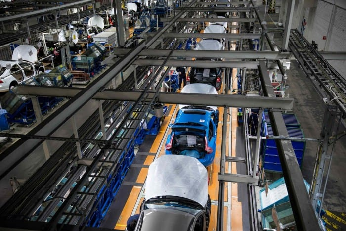 Volvo V60 Production Top View - Surf4cars