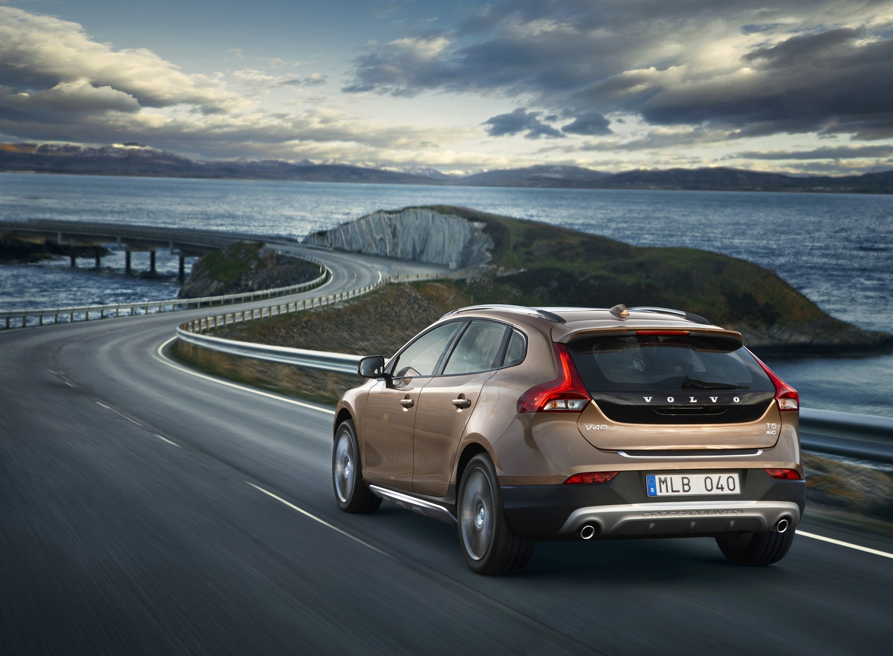 2014 Volvo V40 Cross Country: Car Review