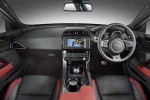 Jaguar XE - interior (1)